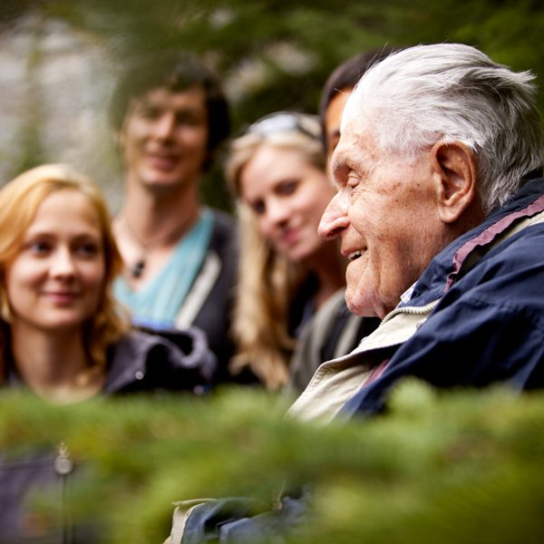 anziano con giovani, Per non sentirsi soli Associazione Onlus
